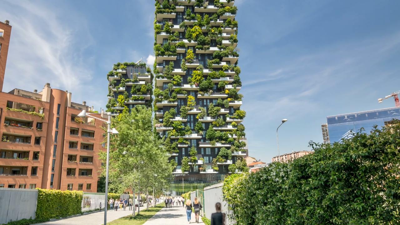 Photo d'un immeuble végétalisé, conçu aux normes RE 2020