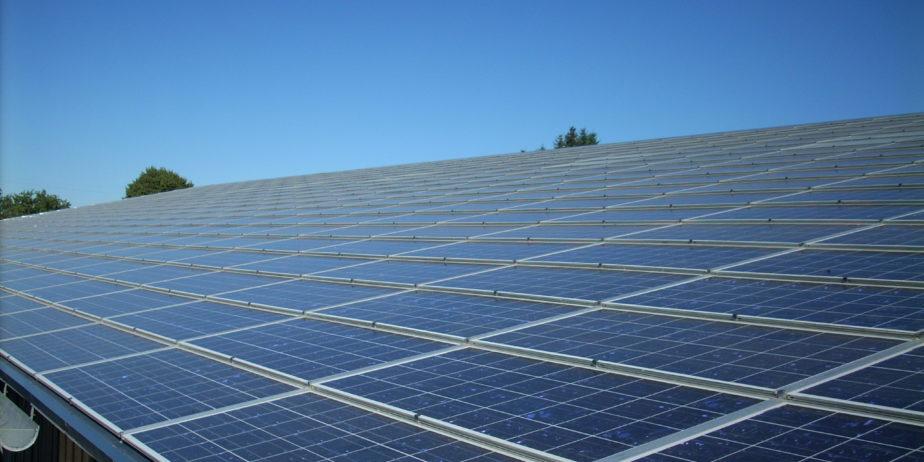 Diwatt_toiture_solaire_panneaux-photovoltaiques_batiment_industriel-1